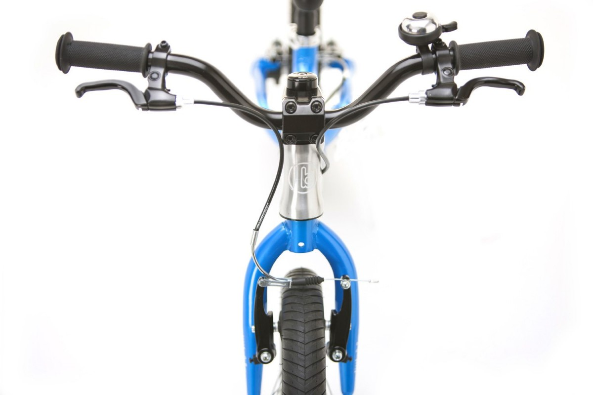 Short reach kids brake levers with alloy V brakes. Soft rubber grips with safety ends